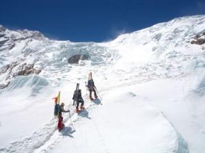 skialpinisten-im-eisbruch