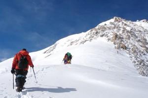 felsriegel-am-gipfelaufschwung-7600-meter