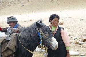 tibeterin-mit-pferd